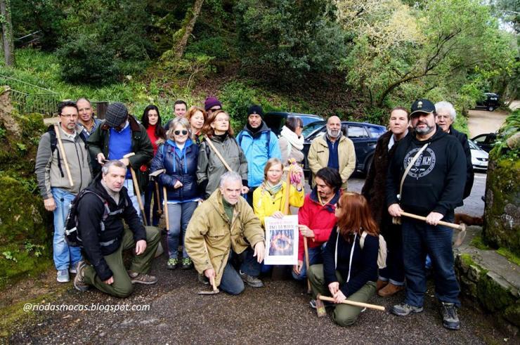 Grupo Desportivo e Cultural de Galamares plantando arboles como protesta contra la tala.